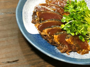 カツオのたたき(にんにく醤油)